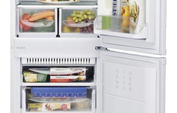 Hotpoint FFAA52 Fridge Freezer